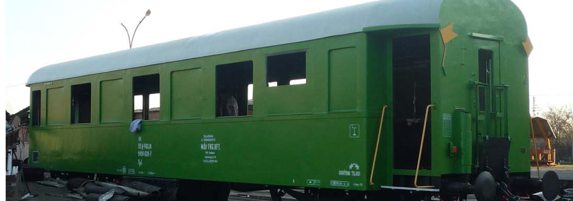Guruló (majdnem) passzív házak a vasútnál