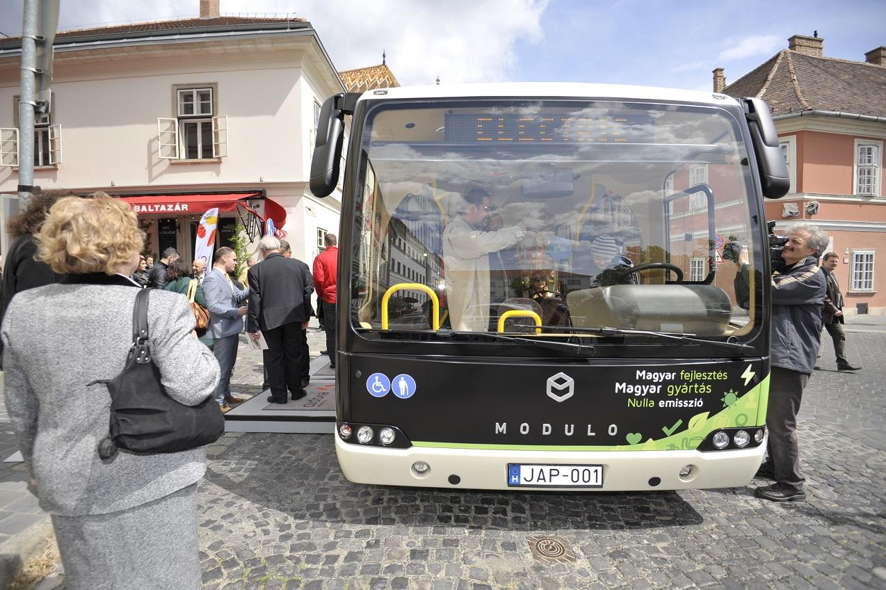 Magyar elektromos busz