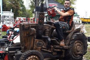 Traktor láncfűrésszel