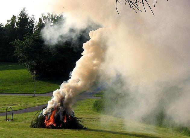 Sokba kerülhet a kerti hulladék égetése