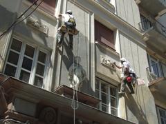 Épület-felújítás alpintechnikával