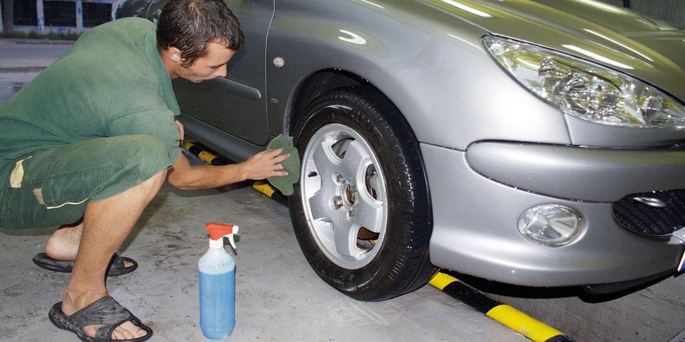 Autógumi ápolás olajjal