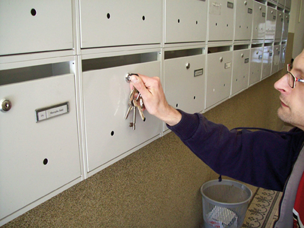Zárcsere a postaládán