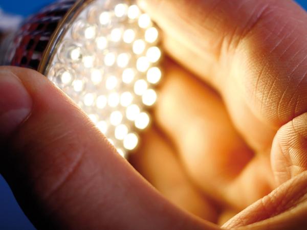 Kevesebbet fogyaszt, de hogyan világít?