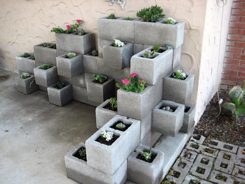 Virágtartók betonelemekből
