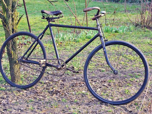 Régi kerékpárok rehabilitálva