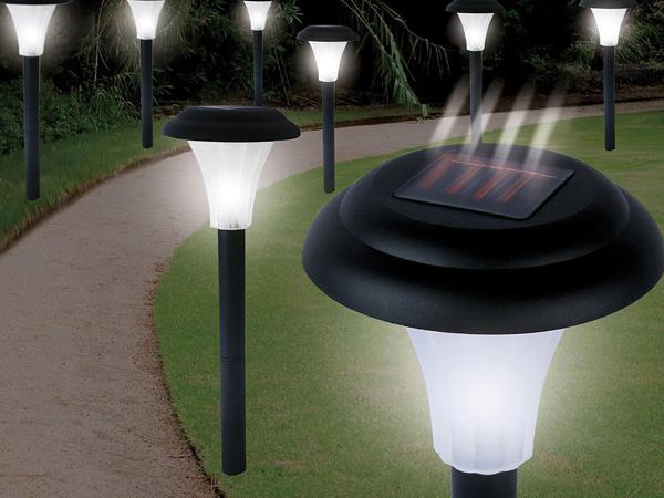 Solar lámpák a kertben