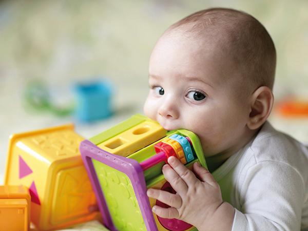 Biztonságos játékok és ruhaneműk