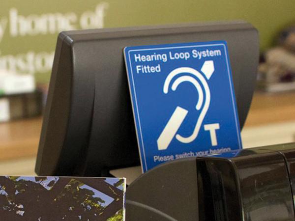 Indukciós hurokerősítő hallássérülteknek