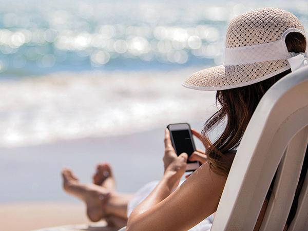Most már tényleg eltörlik az EU-s roamingdíjakat