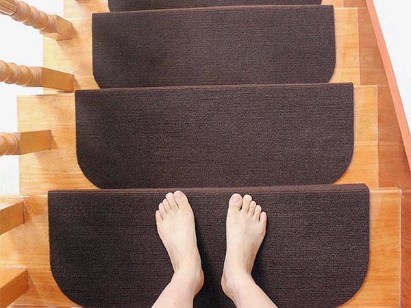 Lépcsővédő, csúszásgátló