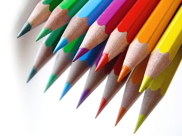 Dísztárgyak színes ceruzákból