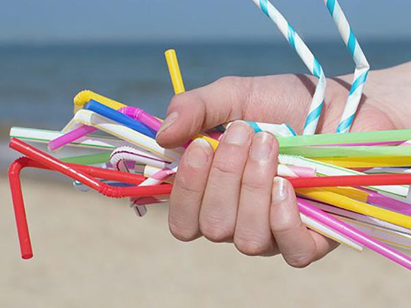 EU tilalom az egyszer használatos műanyagokra