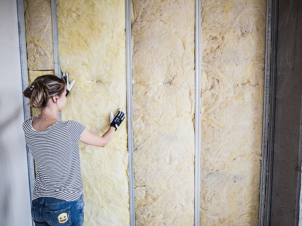 Lakáselválasztó fal építése